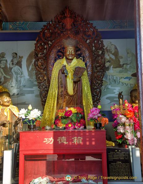 Statue of Ji Gong